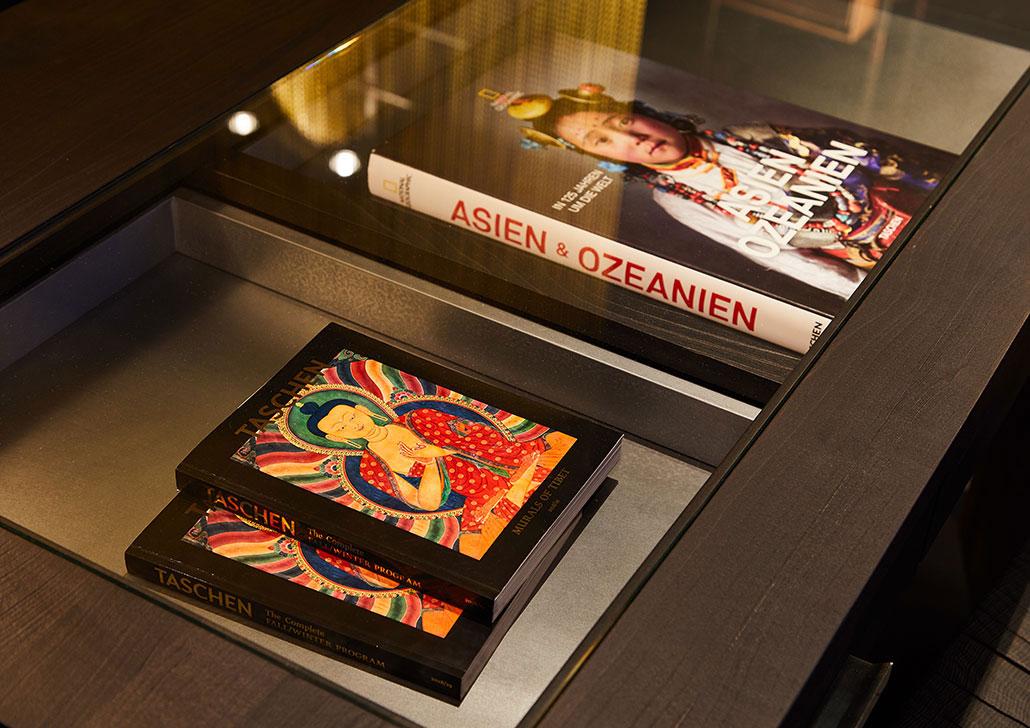 Bücher in Schaukasten