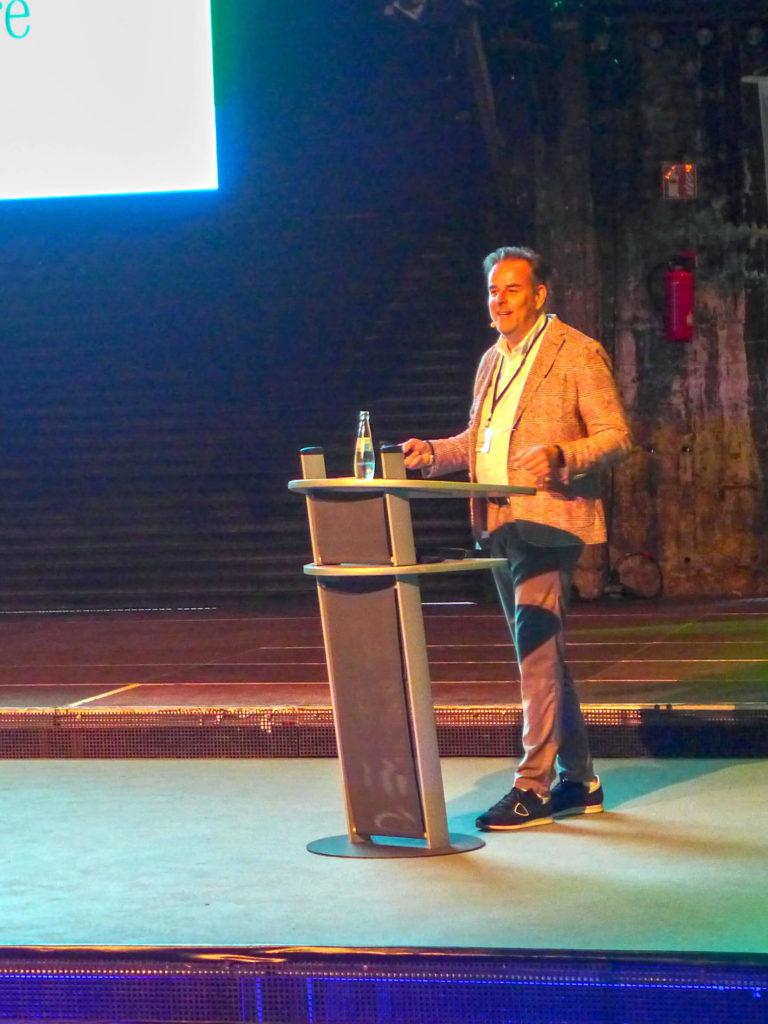 """""""The international family is coming together."""" Kesseböhmer-Geschäftsführer Burkhard Schreiber begrüßte am 20. Mai 2019 mehr als 100 Teilnehmer aus 43 Ländern zur Business Partner Conference in Köln. Foto: Kesseböhmer"""