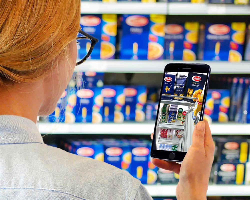 Frau Im Supermarkt Mit TANDEM App
